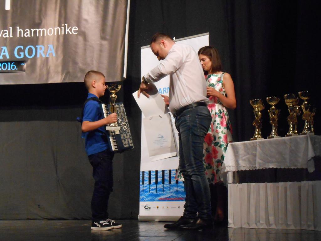 duric pavle  prima nagradu na festivalu harmonika fest