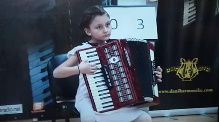 marija-grahovac-na-takmicenju-dani-harmonike